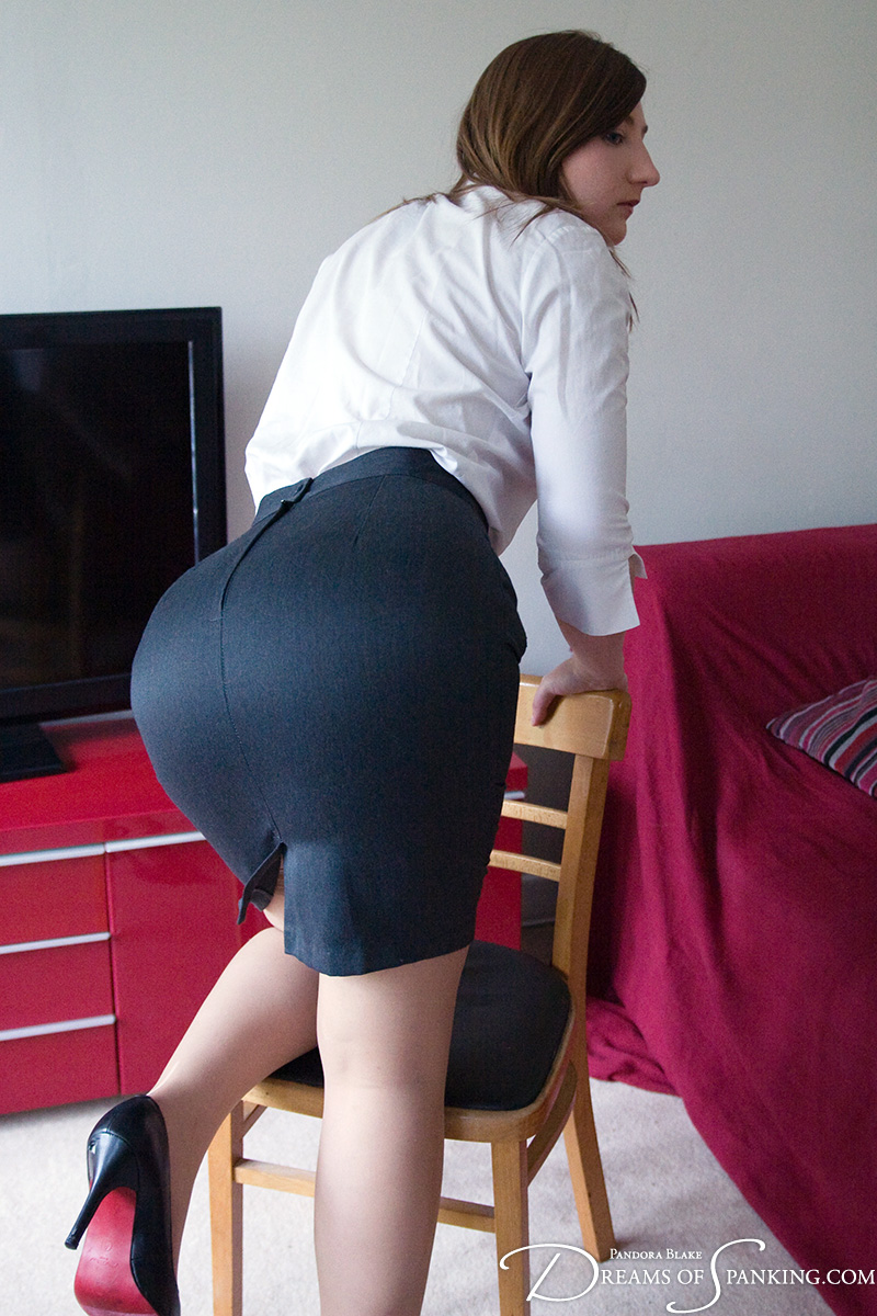 Big ass in pencil skirt 3