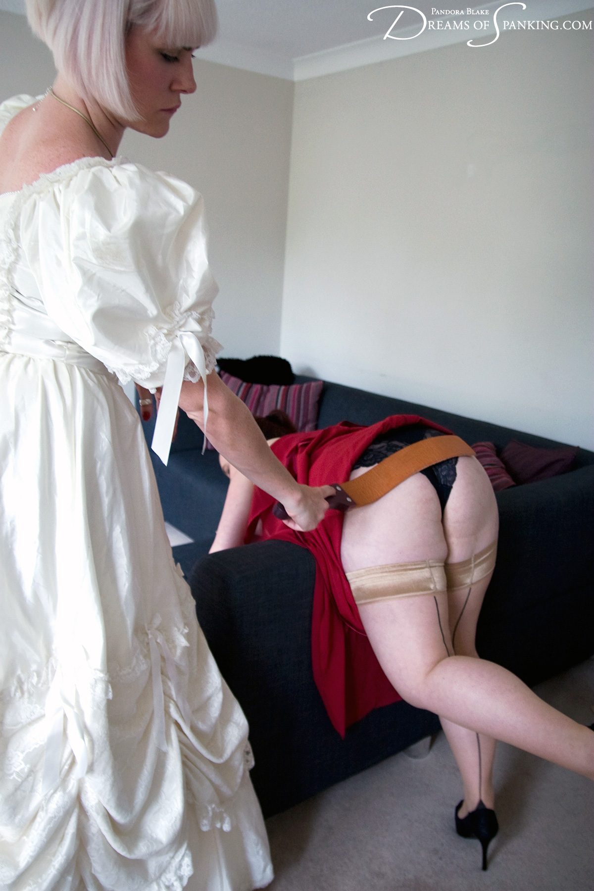A bride takes her frustration out on her maid of honour, but then the tables turn