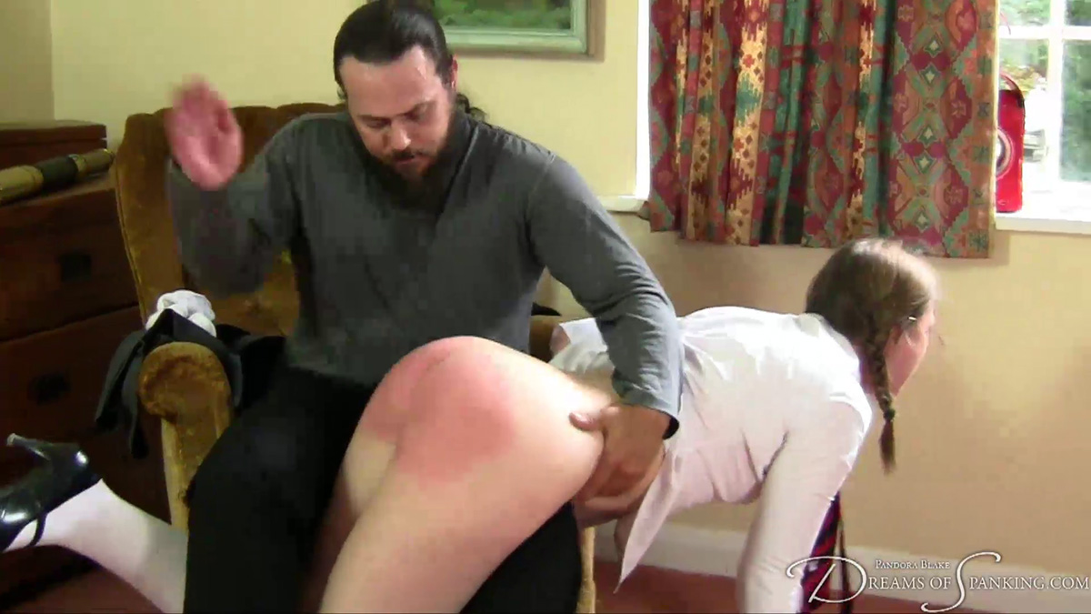 Young cutie dressed in black leather gives mean head - 1 part 9